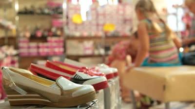 Как открыть магазин детской обуви? Бизнес-план магазина детской обуви: оборудование и необходимые документы