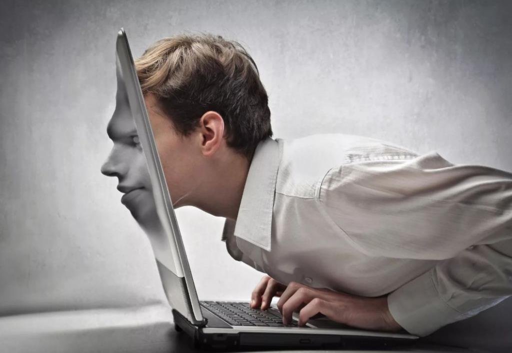 Парень врезался в ноутбук