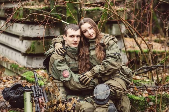 Замужняя девушка солдат