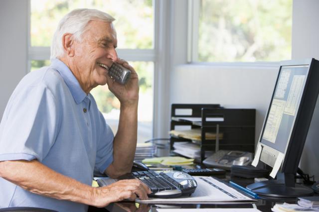 Увольнение работающего пенсионера.
