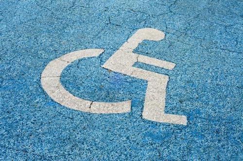 Штраф за парковку на месте для инвалидов: закон, ответственность и рекомендации