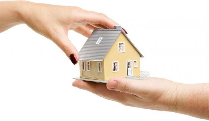 Дарственная на квартиру: можно ли подарить подаренную недвижимость?