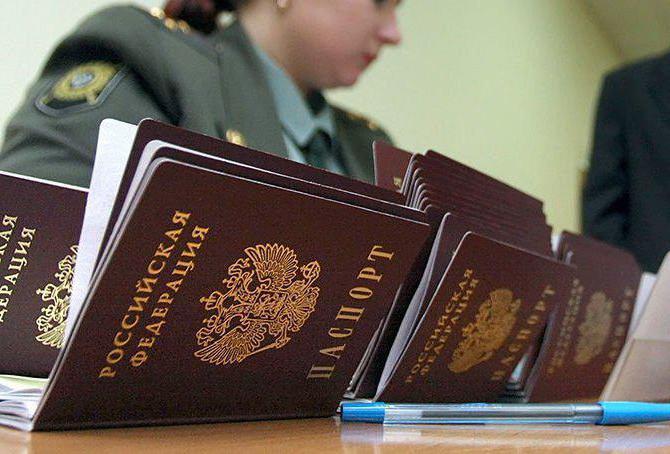 Обязан ли гражданин носить с собой паспорт постоянно?