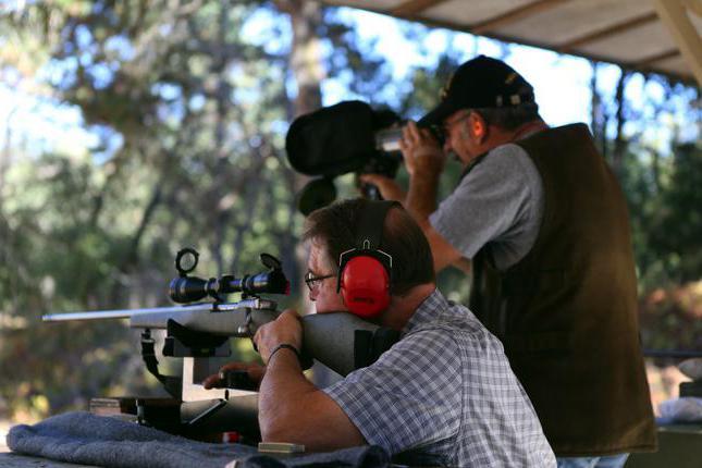 Какие предпринимаются меры безопасности при стрельбе из различного оружия?