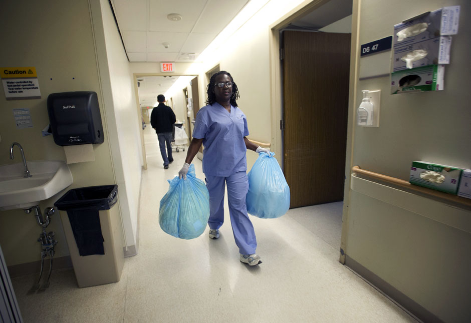 Уборка мусора в клинике