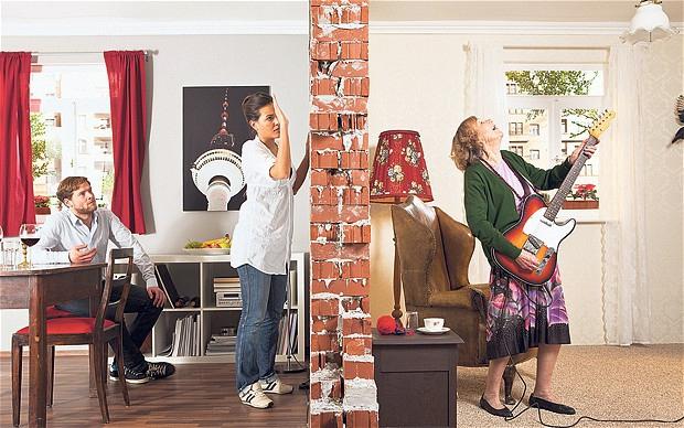 что делать если сосед громко слушает музыку