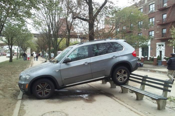 Штраф за парковку на тротуаре. Правила парковки на тротуаре