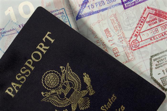 Кому требуется миграционная карта