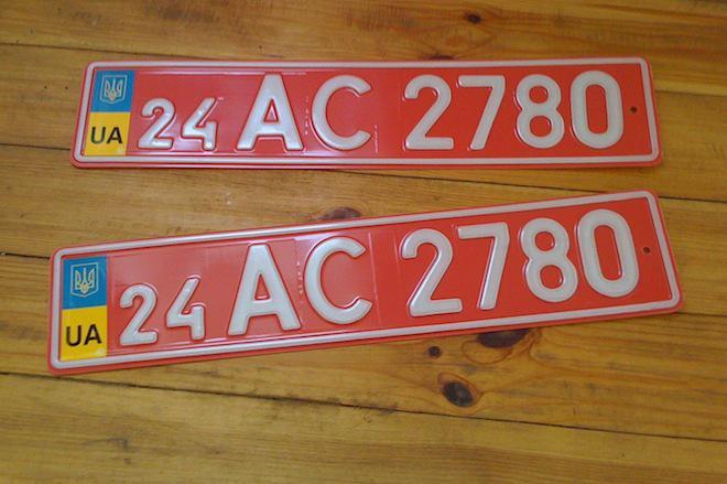 Что означают красные номера на машине в России, Украине и Беларуси