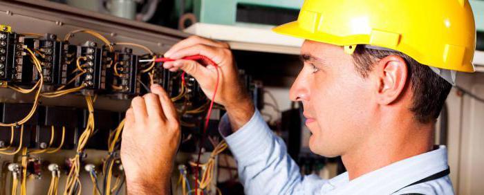 Требования к персоналу, обслуживающему электроустановки: квалификационная группа, техника безопасности, средства индивидуальной защиты