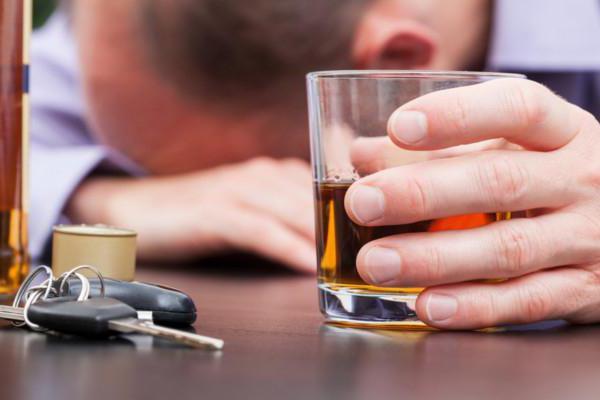 Увольнение за пьянство на рабочем месте: статья, приказ, порядок