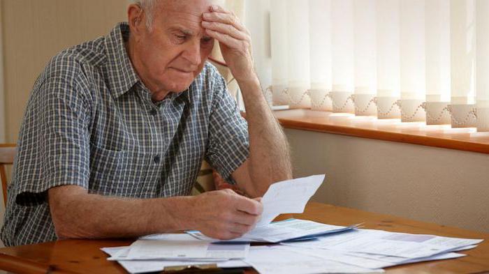 Приостановление и возобновление выплаты трудовых пенсий: основания, сроки и требования