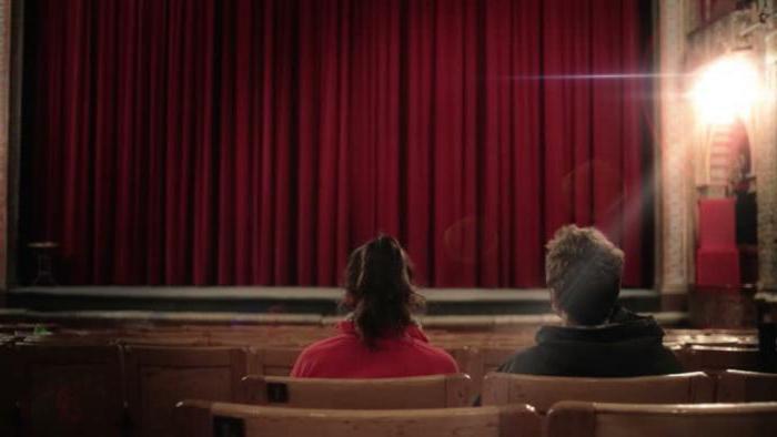 Можно ли сдать билеты в театр обратно в день спектакля?