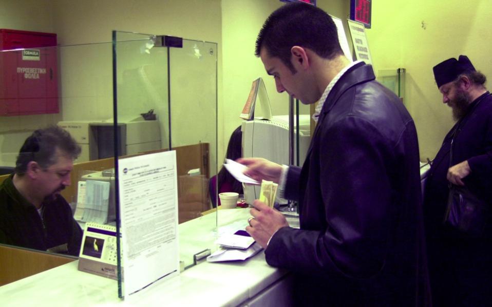 может ли банк звонить родственникам должника