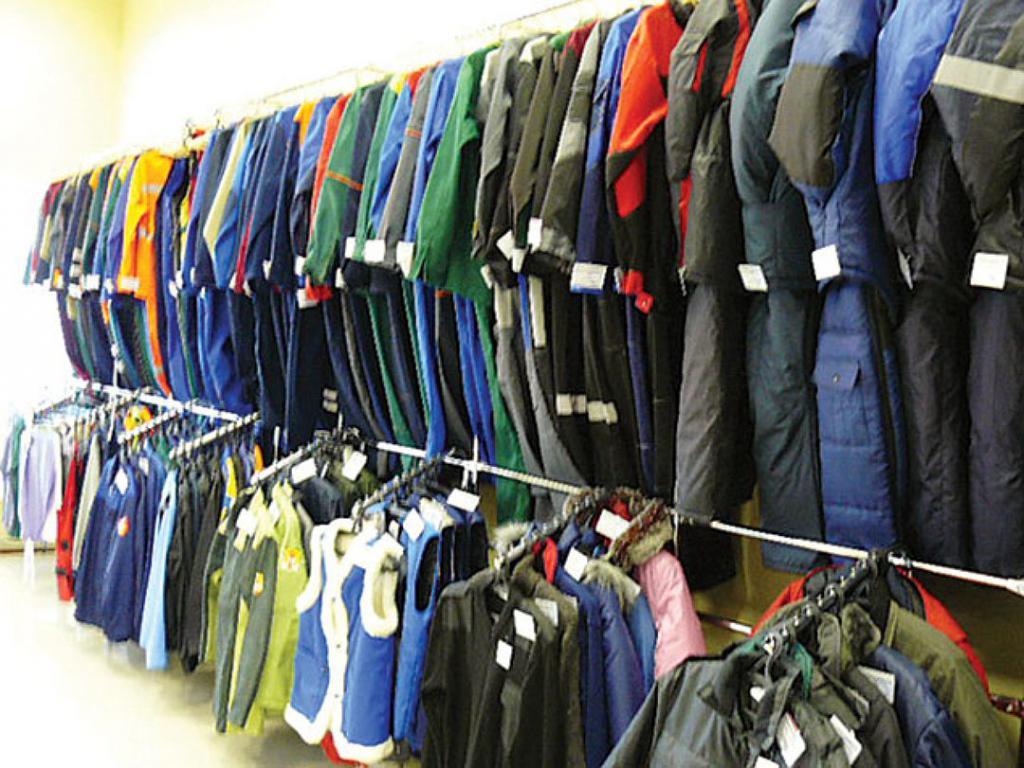 7866563f6416 Есть профессии, которые требуют специальной одежды. К таким должностям  относятся пожарные, медики, сотрудники цехов с опасным производством,  строители, ...