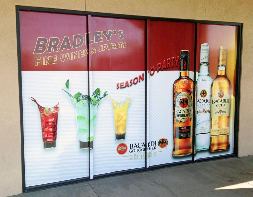 Реклама на окнах и витринах: особенности, правила нанесения и требования