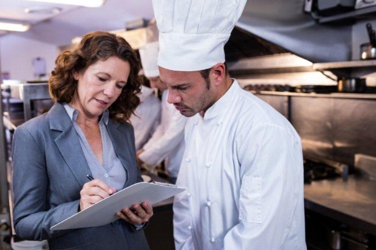 Управляющий рестораном: должностная инструкция, права и обязанности, личные качества