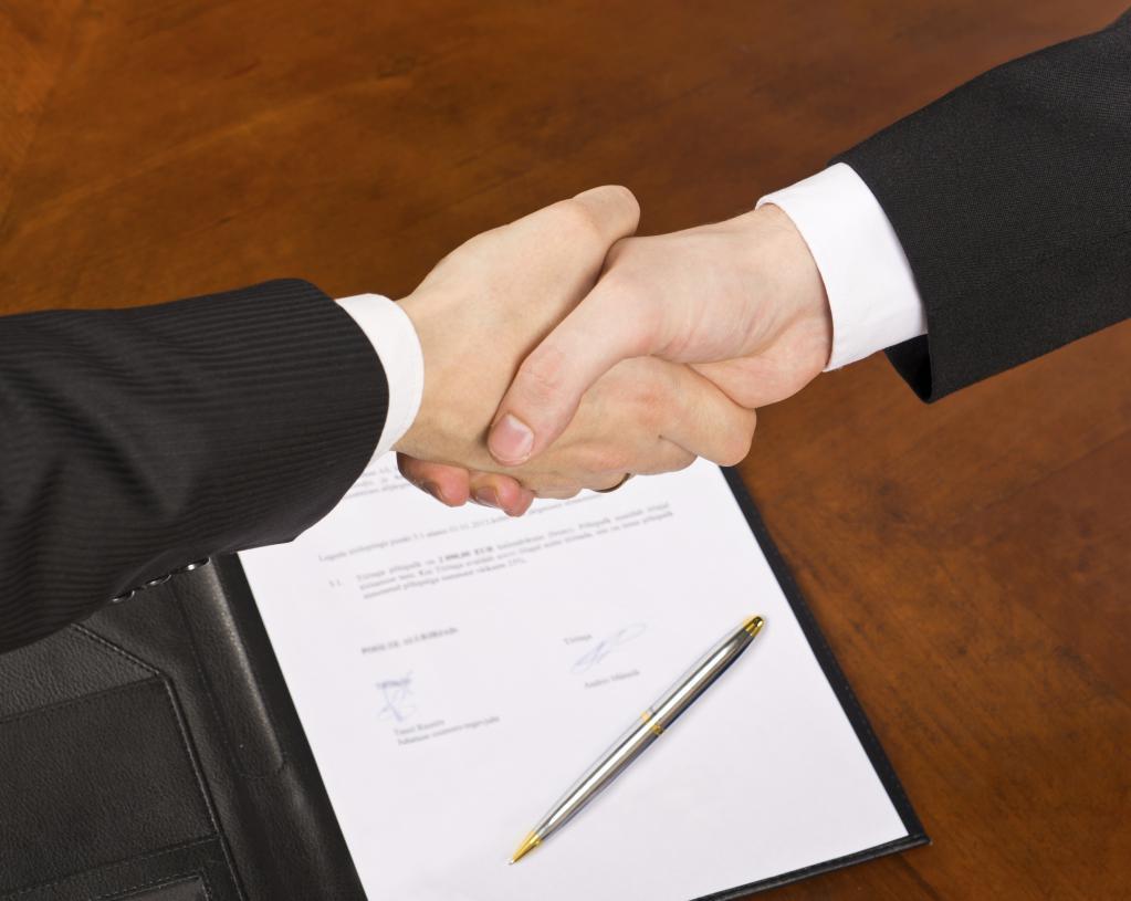 Можно ли срочный трудовой договор продлить{q} Срочный трудовой договор: как его продлить, перезаключить или расторгнуть Продление временного трудового договора.
