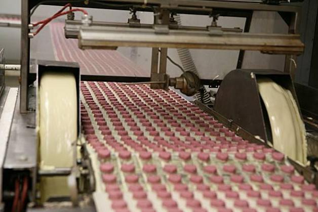 конвейер производства конфет
