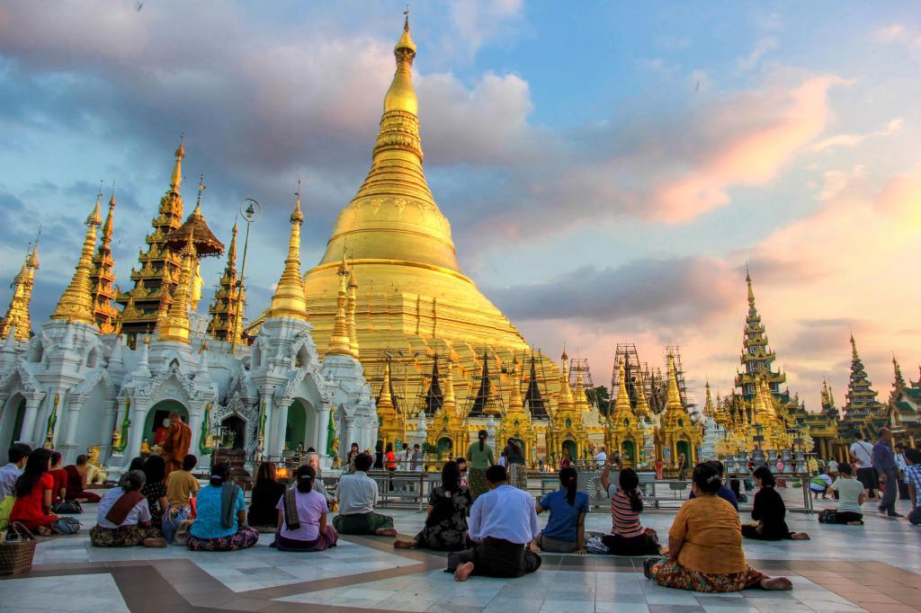 Культовые сооружения: церкви, соборы, монастыри, мечети, синагоги