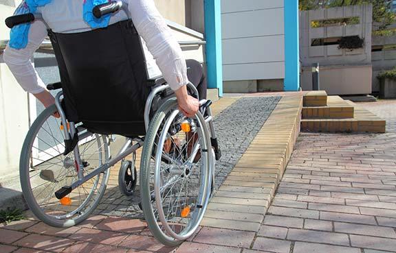 нормы выполнения металлический ограждений пандусов для инвалидов
