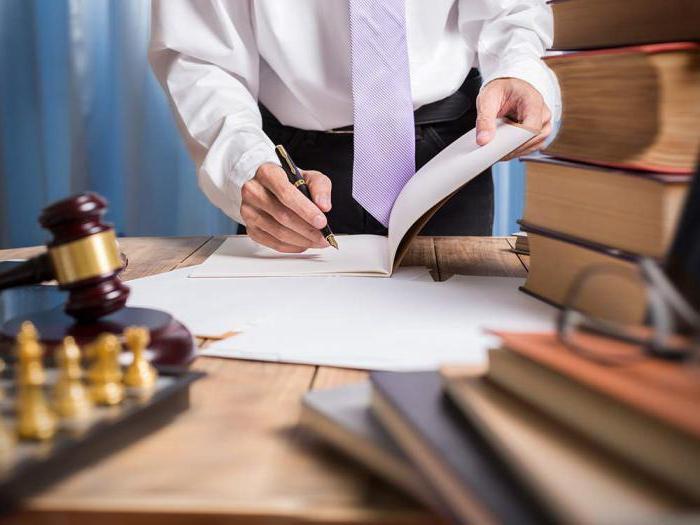 Адвокат в арбитражном процессе: статус, полномочия, деятельность