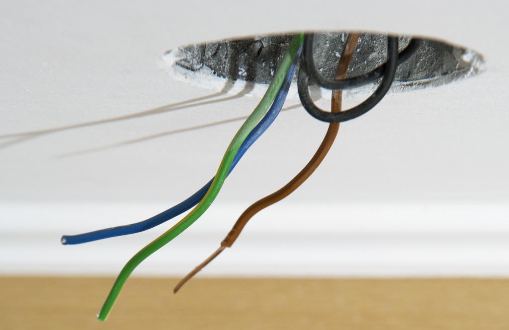 Виды электропроводок и способы их прокладки
