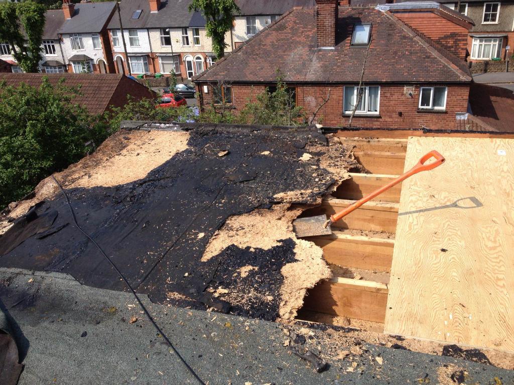 Если в многоквартирном доме протекает крыша, куда обращаться с жалобой?