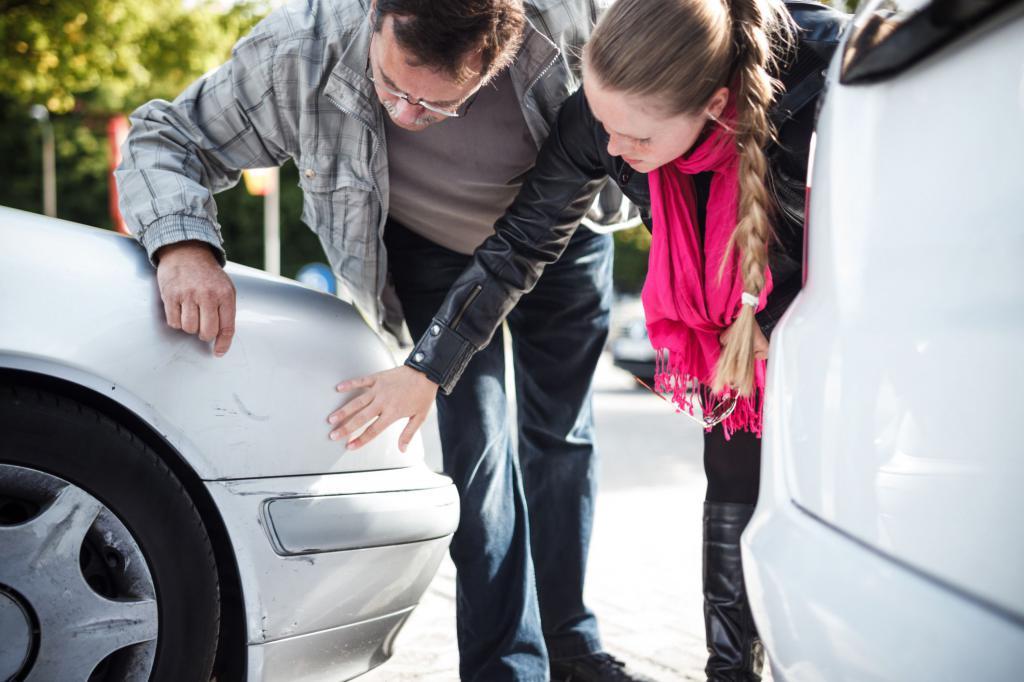 Что делать, если во дворе поцарапали машину, куда обращаться?