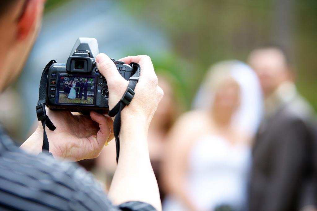 Можно ли человека фотографировать без его согласия? Закон