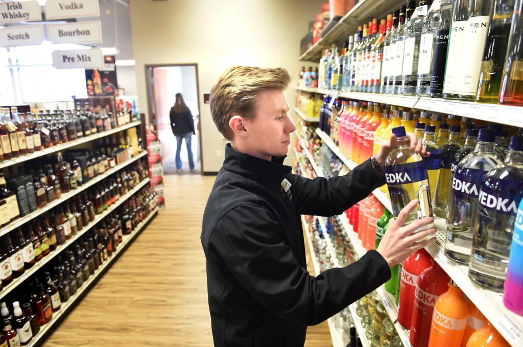 только смешные картинки про продажу алкоголя обожал рассматривать