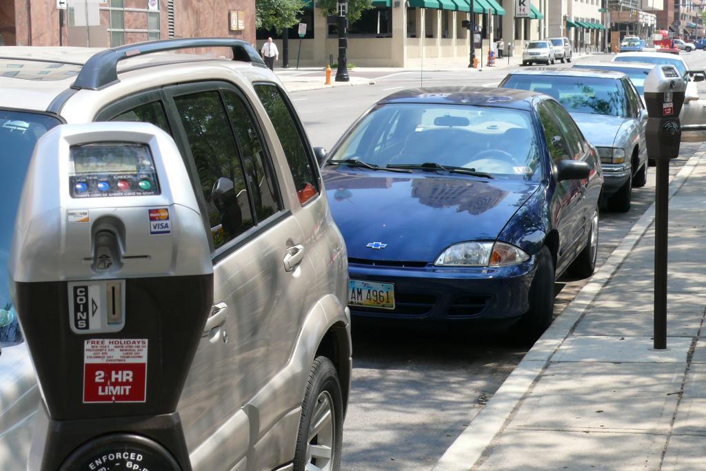 Какой штраф за неуплату парковки в Москве?