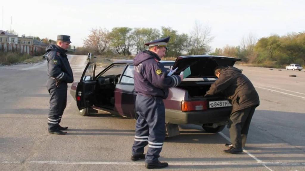 Досмотр автомобиля сотрудником ДПС - особенности, требования и правила