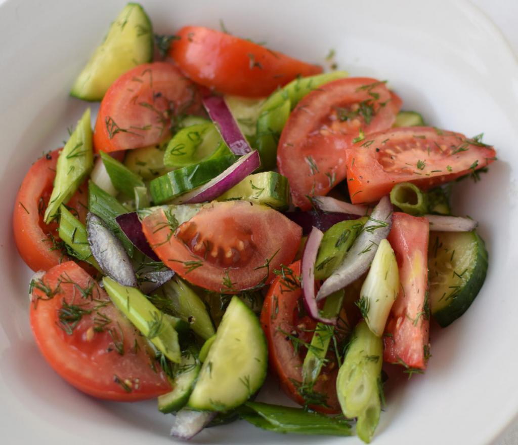 Легкий салат из свежих овощей