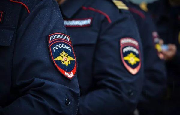 полицейские в форме
