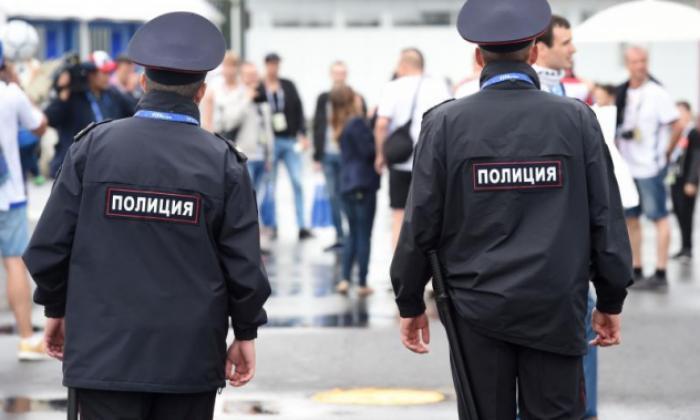 двое полицейских