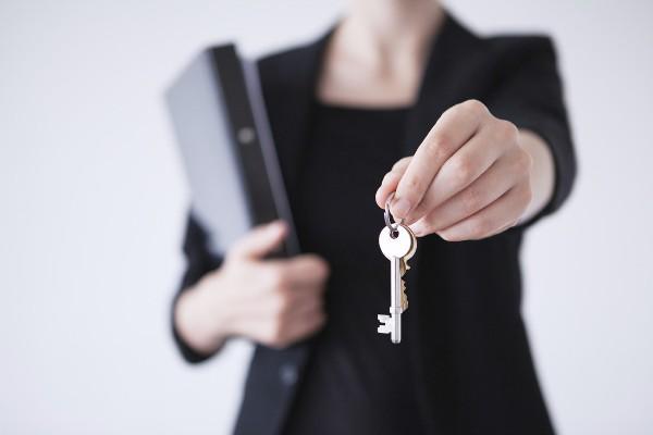 сколько процентов берет риэлтор за продажу квартиры