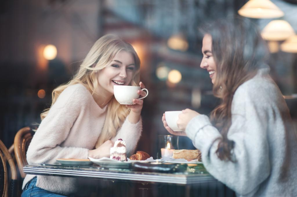 подруги за чашкой кофе картинки