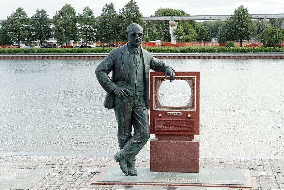 Памятник В.К. Зворыкину.