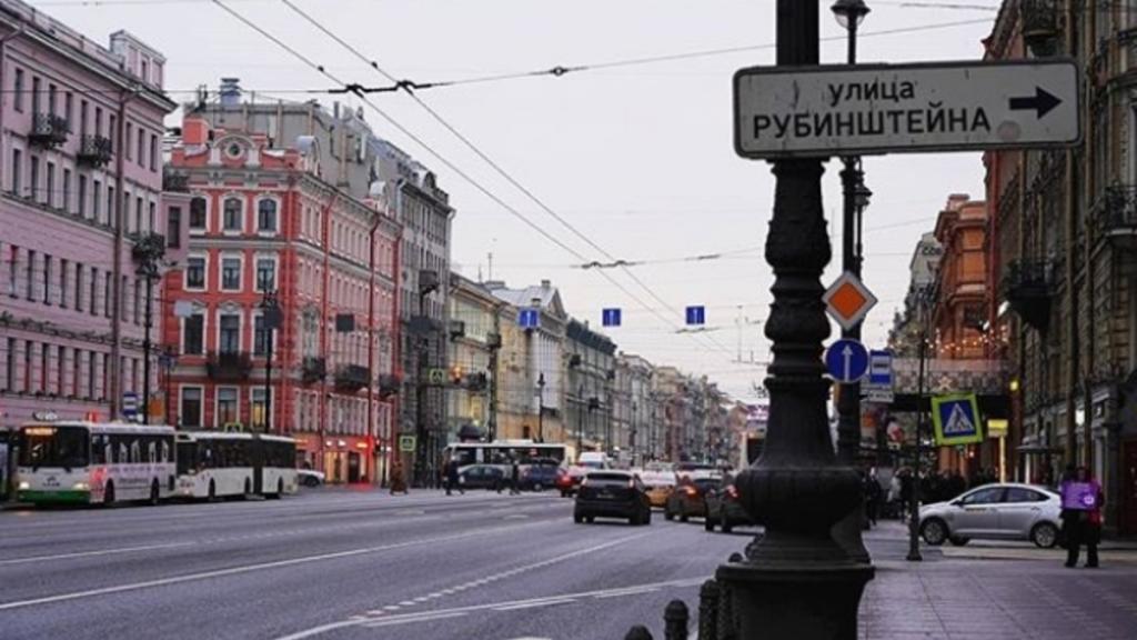 На улице Рубинштейна закрыли восемь незаконных летних кафе