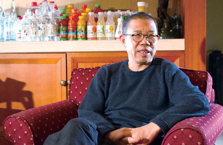 Бывший строитель основал компанию по производству бутилированной воды и  стал вторым самым богатым человеком Китая