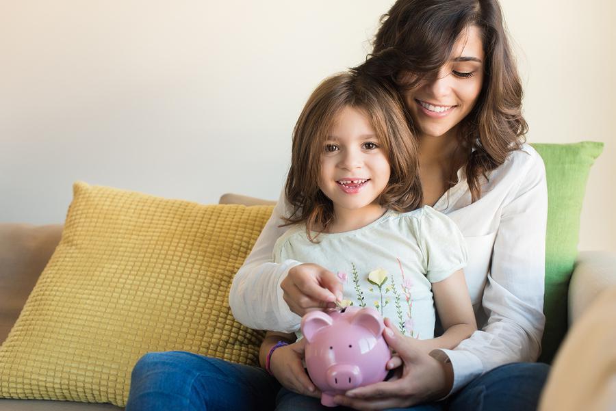 Финансовые советы для матери-одиночки: как научиться экономить деньги