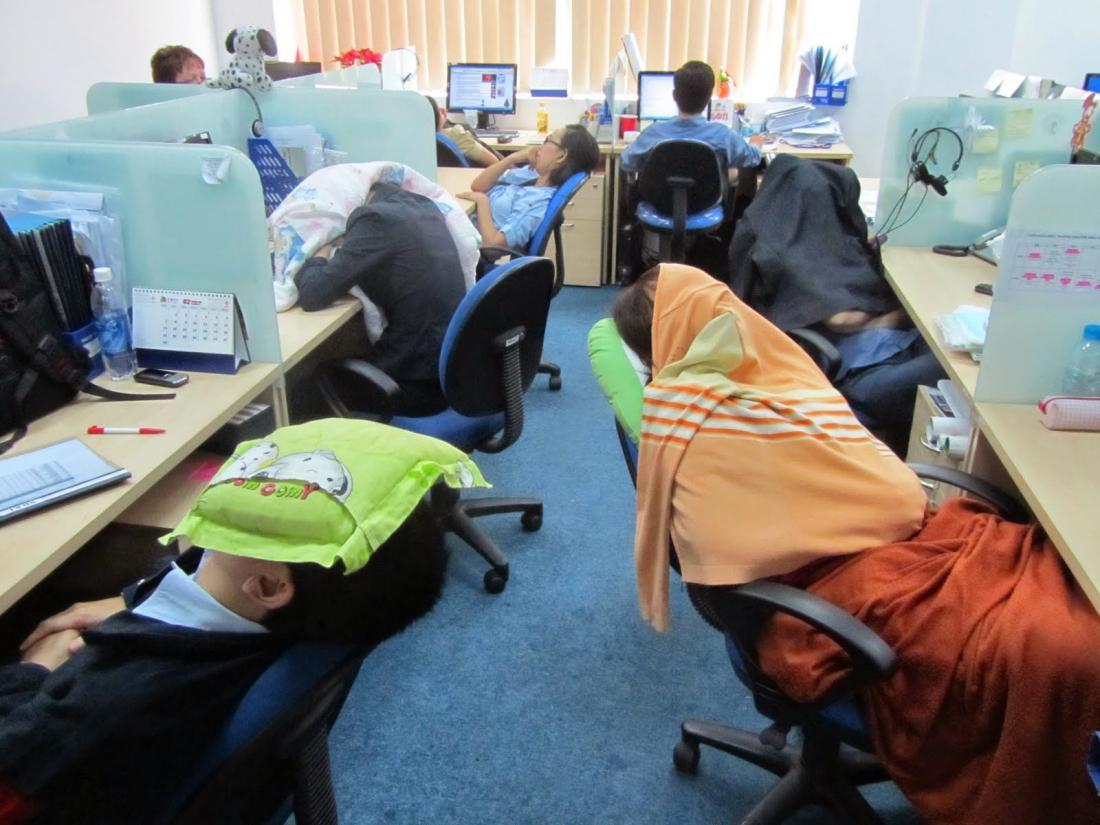 Смешная картинка спит на работе, приглашение