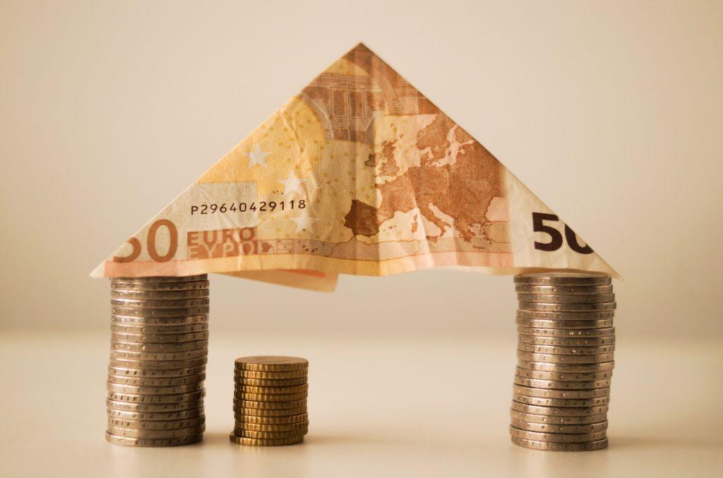 Швейцарии (ЦБ страны) вводил отрицательные процентные.