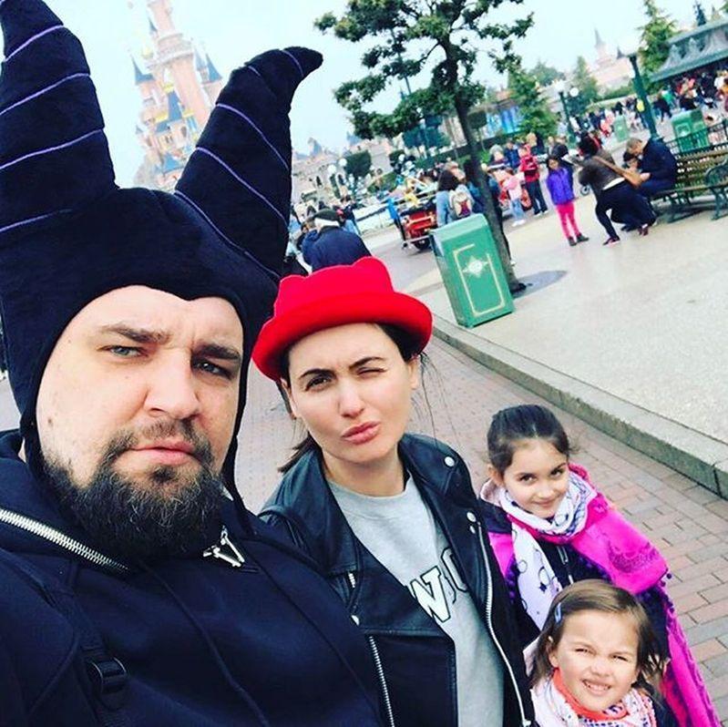 баста и его семья фото помощью электроэнергии