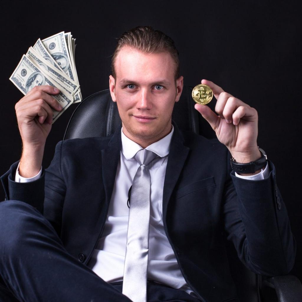Картинки с деньгами успешных людей можете скачать